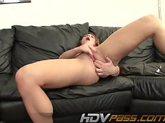 HDVPass Solo queen Aurora Snow fingers her va
