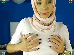 Arabic girl dancing