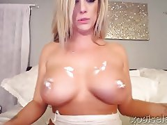 xoGisele - In Bed With A Big Toy