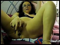Hot amateur mature with two big sextoy masturbate
