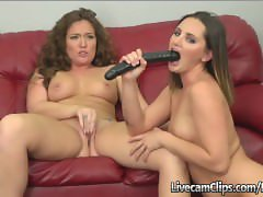 Amateur Cam Hot Brunettes Making Out & Playing With Dildos