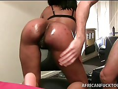 Bubble butt African takes it doggystyle