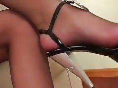 Look at my pantyhose to #7