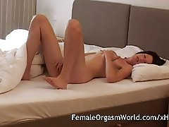 Watching Nora Masturbating and Cumming with her Toys