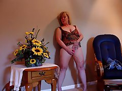 Mature Blonde gets off