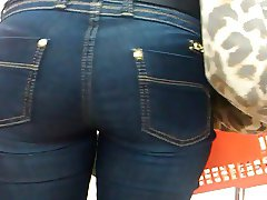 Sexy Booty in Jeans