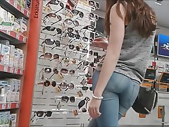 Teen ass inside of tight jean close filmed