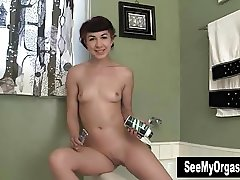 Gorgeous Kitty Shaving Her Pussy