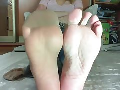 Blonde shows her pantyhose feet