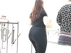 Short Latina Phatty in Dark Pants at Mall