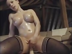 extremely hot muscle woman fucked with her dildo