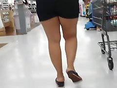 Candid sexy latina milf wearing black shorts. (Slo-mo)