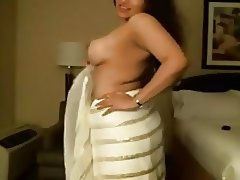 Awesome show from sexy bhabhi