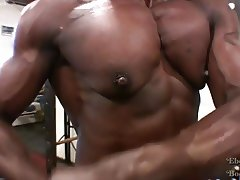 Muscular Ebony Goddess Roxanne Edwards