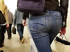 Follow the sexy ass