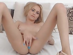 Pussy Fingering and Orgasm of Sexy Webcam Girl