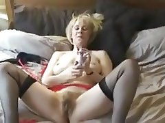 British Mature Milf wanks herself off