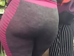 Ebony aunty in Leggings