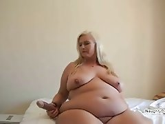 PAWG with a brown toy squirts