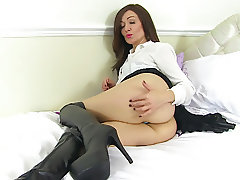 English milf Kitty Cream needs orgasmic pleasure