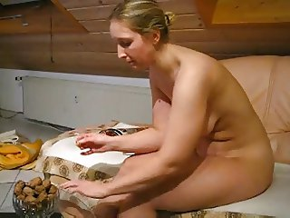 GORGEOUS NUDE BBW AT HOME