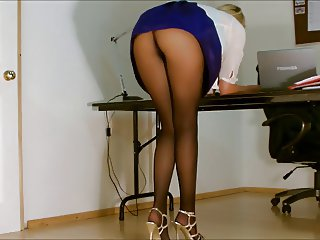 Office girl pantyhose upskirt