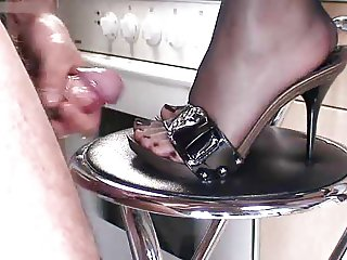 MILF IN PNTYHOSE HIGH HEELS SEX FETISH (WHEELSEX)