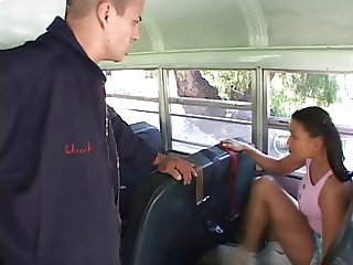 School Bus Girls 2 escena 1