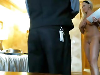Full Nude for Room Service Guy - nakedpizzadelivery. com