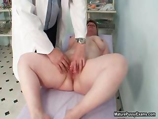 Fat housewife getting her ass fingered part6