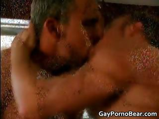 Gratis queer bears suck and fuck stiff part4