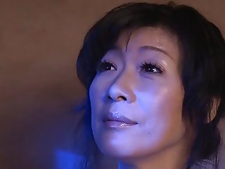 Mature Asian mastrbating to good Orgasm