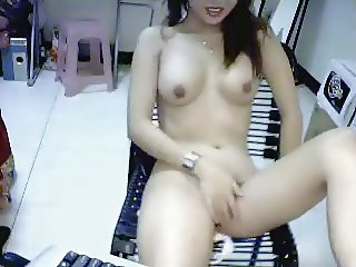 Sexy Asian girl naked & dildoing on webcam