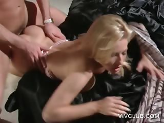 Stunning blonde gets snatch nailed in bed