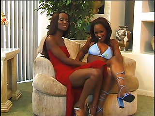 Bisexual ebony hotties in action