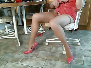 Lisa camming on xhamster in pantyhose and heels