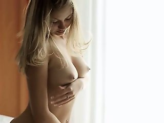 sexy solo brunet fingering pussy