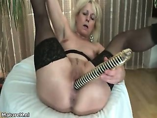 Nasty mature slut goes crazy fingering part3