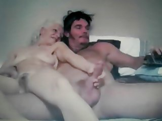 straight couple fingering her pussy on cam