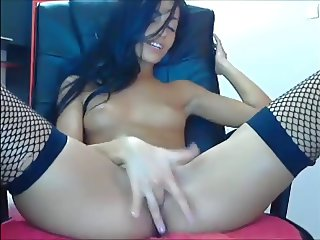 Skinny bitch ass shake and fuck herself with finger in pussy