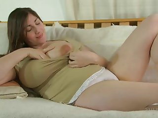 BBW WITH HAIRY PUSSY FUCKING HERSELF UNTIL SHE CUMS HARD