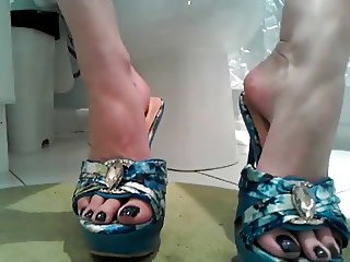Sexy Princess Teases us with her amazing feet and heels