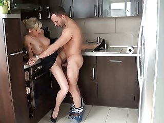 Fucking His Sexy Girfriend In The Kitchen !