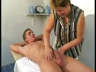Mature Massage Thearpist Fucks Client