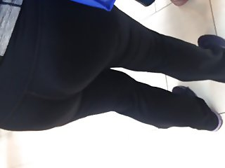 Fat booty white Milf in leggings 2
