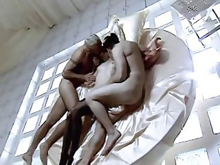 La septieme porte (Threesome erotic scene) MFM