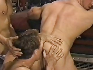 Rimming bodybuilder ass (short but hot)