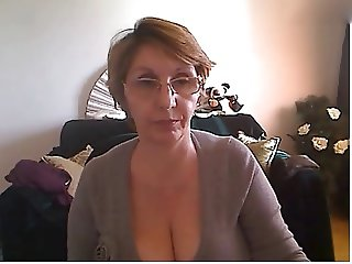 Mature woman showing nice body and big tits