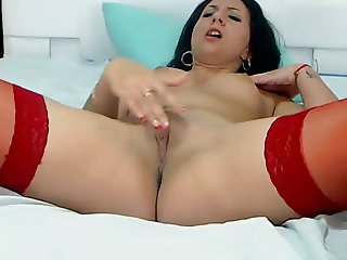 chick rubbing her clit