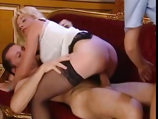 ELEGANT MATURE LADY TAKE 2 BIG DICKS IN DP